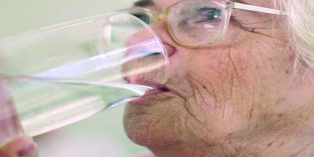 Cuidado, a mayor edad, menor sed