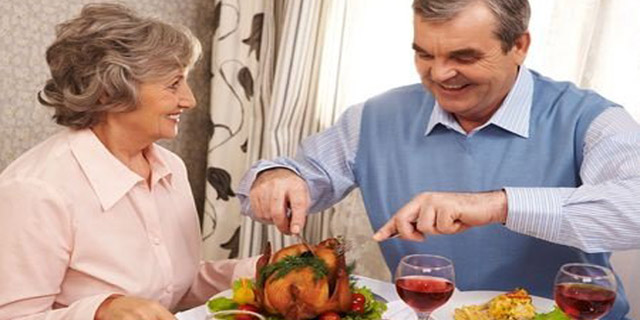 La Sociedad Española de Geriatría y Gerontología recuerda que la dieta es una herramienta efectiva para modular el envejecimiento