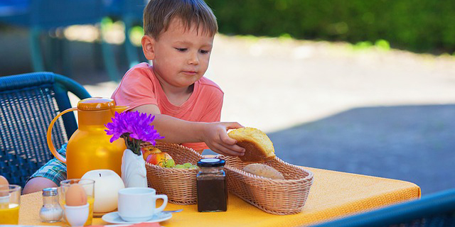 Demasiadas galletas y poca fruta en los desayunos infantiles
