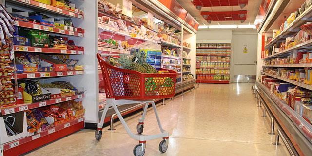 Sanidad y la industria acuerdan reducir un 10% azúcares, sal y grasas de los alimentos