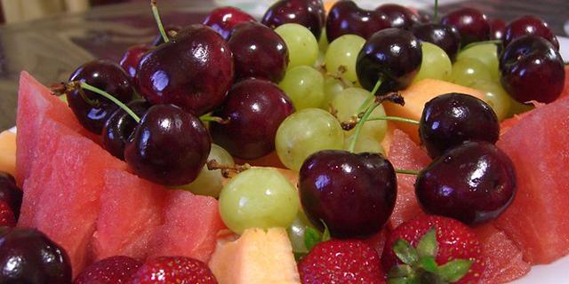 ¿La fruta es mejor comerla entre comidas?